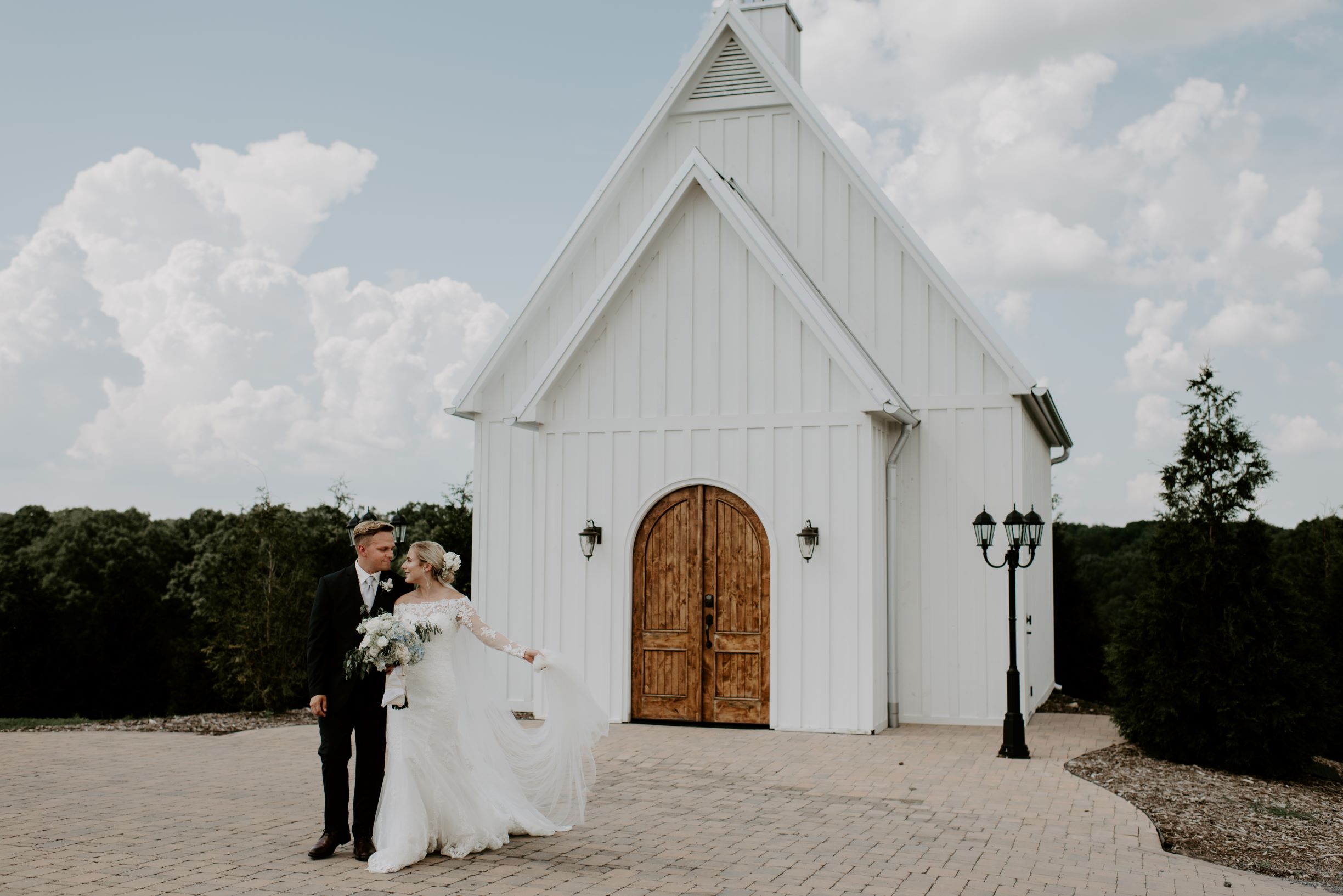Our Highlands Chapel makes the most romantic classic Chattanooga wedding venue, perfect for your big day.