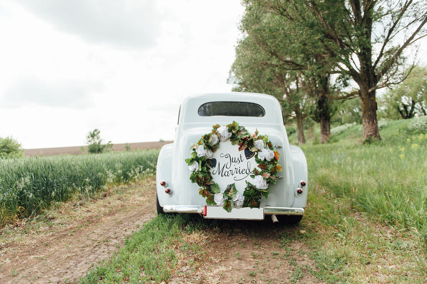 A vintage getaway car can take your all inclusive wedding in Chattanooga to the next level, and make for some epic photos!