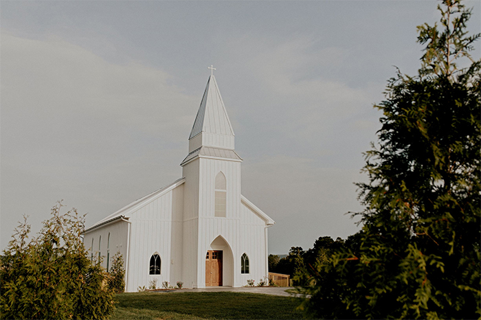 The Highlands Chapel is one of our gorgeous Chattanooga wedding venues, boasting an incredible silhouette that makes for some truly incredible wedding portraits.