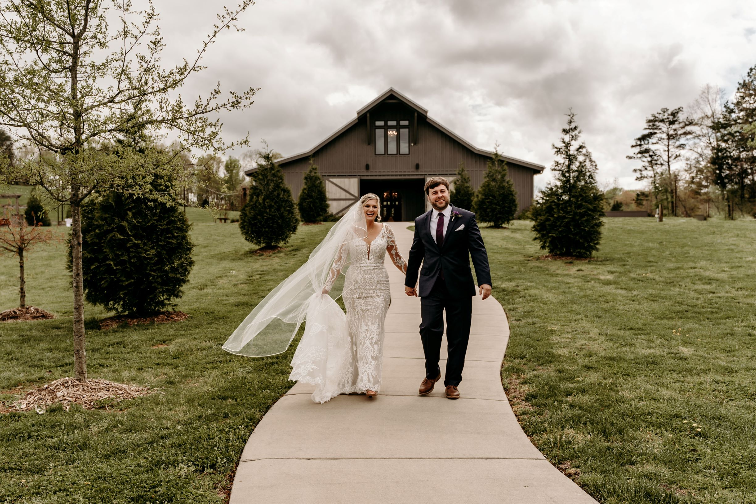 The Loft at Cherry Hill is another one of our newer Chattanooga wedding venues, boasting floor to ceiling windows that open up on the rolling hills of the Tennessee countryside for incredible views and natural light galore.